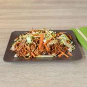 Chow mein grill wok s piletinom, junetinom i povrćem