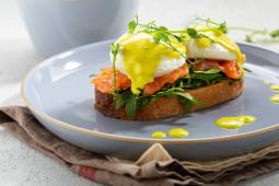 Яйця пашот з лососем (250г)