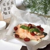 Salmone al cartoccio con verdure di stagione