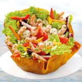 Salată cu creveți și mozzarella
