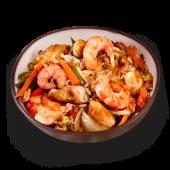 Wok de camaron con pollo, arroz y vegetales