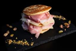 Pancake con prosciutto e toma
