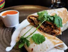 Burrito de pollo con mole