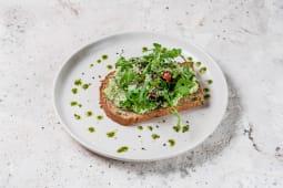 Авокадо-тост з руколою і томатами черрі (120г)