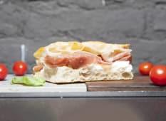 Trancio Burrata,  Alici di Sicilia, Pomodorini Arrosto e Rucola
