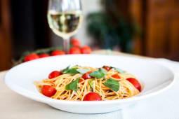 Paste Pomodoro e Basilicum cu parmesan