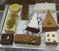 Веган десерти в асортименті