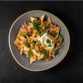 Начос з сирним соусом і овочевою сальсою (220г)