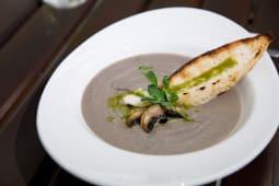 Supa crema de ciuperci si hribi cu gorgonzola