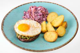 Біфштекс з телятини з гуакамоле та підсмаженою картоплею (340г)