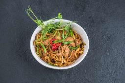 Локшина яєчна wok з яловичиною