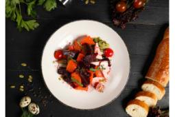 Легкий салат с тыквой, свеклой, и адыгейским сыром