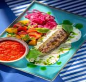 Соковитий люля-кебаб з салатом Ачучук і південною аджикою (300/50г)