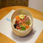 Bowl chirashizushi de salmón