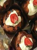Cutie Muffins gigant cu fructe de padure si ciocolata alba