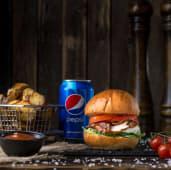Дитячий Бургер з куркою і сиром Буко, картопля, соус BBQ, Pepsi