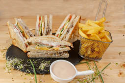 Meniu vegetarian club sandwich