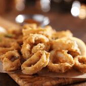 Calamares Frescos Fritos, Crujientes Y En Su Punto