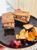 Sándwich de queso cheddar y jamón