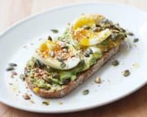 Abacate e Ovos Escalfados