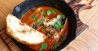 Ароматна скумбрія в томатному соусі з анчоусами і каперсами (300г)