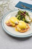 Яйця-пашот на тості з беконом, шпинатом і шафраном (290г)
