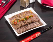 Відварна яловичина з фірмовим соусом (260г)