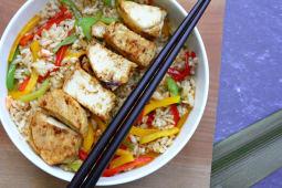 Wok de arroz y pollo