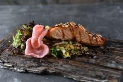 Стейк лосося з обсмаженими овочами (340г)