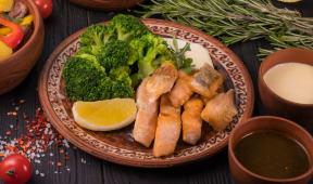 Філе лосося з броколі у вершковому соусі (300г)