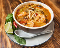Veggie гострий суп з креветками та рисовою локшиною (450г)