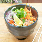 Bowl poke de salmón con thai dressing