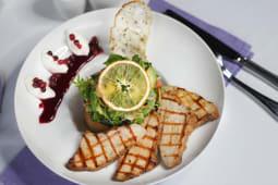 Салат з індичкою, філадельфією і бруснимним соусом (280г)