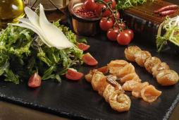 Зелений салат з тигровими креветками,  авокадо під соусом Песто (190г)