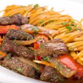 Lomo Saltado con Espagueti