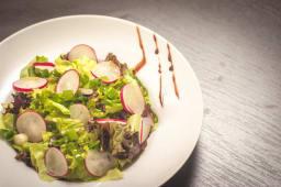 Salata verde cu ridichi