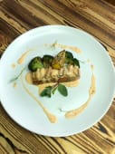 Стейк з лосося з запеченим броколі (350г)