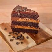 Pastel de chocolate con dulce de leche (ración)