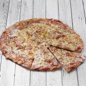 Pizza Margherita con tomate y mozzarella