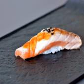 Nigiri salmone alla fiamma - 2 pezzi