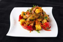 Салат с жареной брынзой