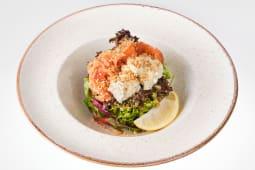 Салат з лососем, каперсами, крем-сиром та соусом Діжон (245г)