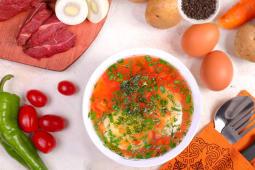 Суп овощной на мясном бульоне