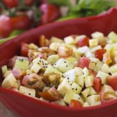 Ensalada de apio, pepino, tomate y manzana