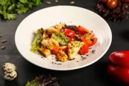 Острый салат с хрустящими баклажанами