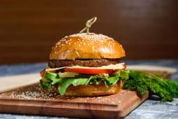 Бургер с котлетой из грудки цыпленка