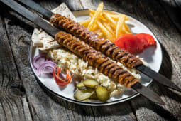 Adana kebab farfurie