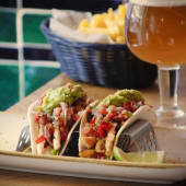 Tacos de Pollo + Patatas Fritas + Bebida