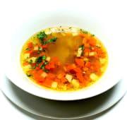 Teleća juha sa povrćem i domaćim rezancima