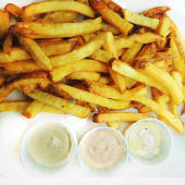 Patatas tres salsas